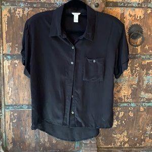 Black short-Sleeve button up top